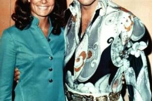לשם שינוי - רעייתי נורית עם אלביס 1972