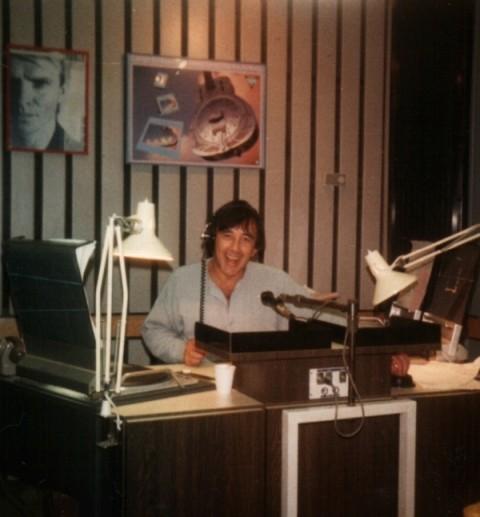 אולפן רשת ג' של שנות ה-80, לפני עידן התקליטורים